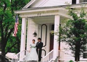 Claiborne House (Bed and Breakfast)
