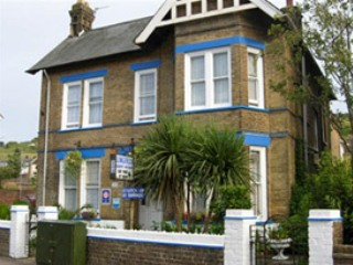 Longfield Guest House Secure Parking