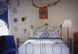 A Victorian Swan On Water Bed And Breakfast